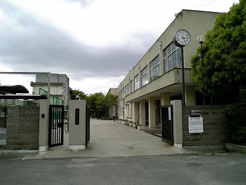 中学校:八尾市立大正中学校 572m