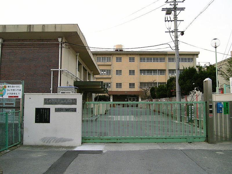 小学校:八尾市立東山本小学校 681m 近隣