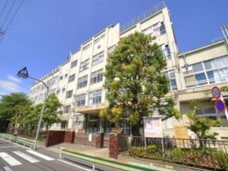 中学校:足立区立 伊興中学校 843m