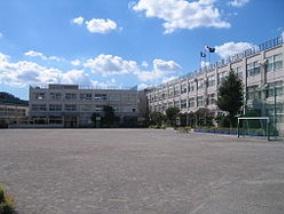 小学校:足立区立 興本小学校 885m