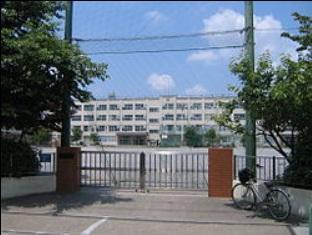 中学校:足立区立 入谷中学校 689m