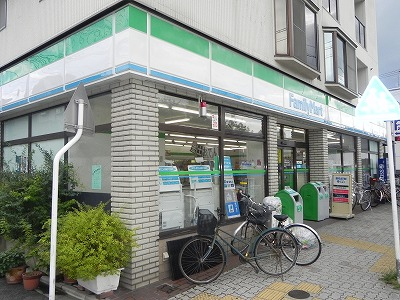 コンビ二:ファミリーマート 京都東山近衛店 75m