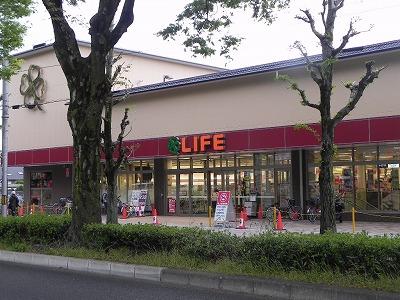 スーパー:ライフ 北白川店 130m