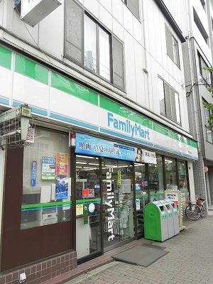 コンビ二:ファミリーマート 河原町今出川店 472m