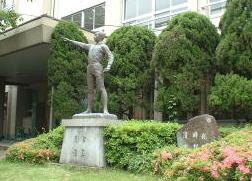 中学校:国分中学校 729m