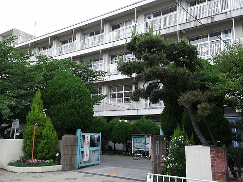 小学校:福岡市立赤坂小学校 1400m