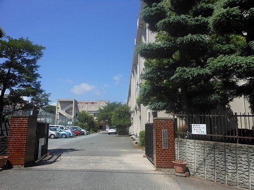 中学校:福岡市立警固中学校 1300m
