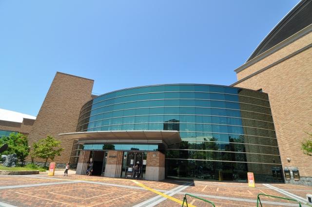 図書館:福岡市総合図書館 500m