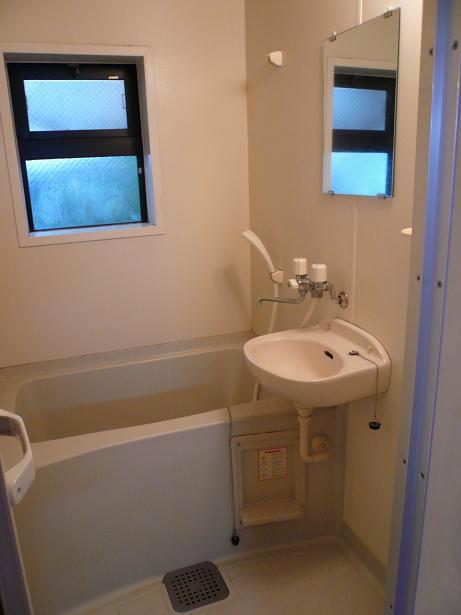 窓付洗い場ゆったりのお風呂です