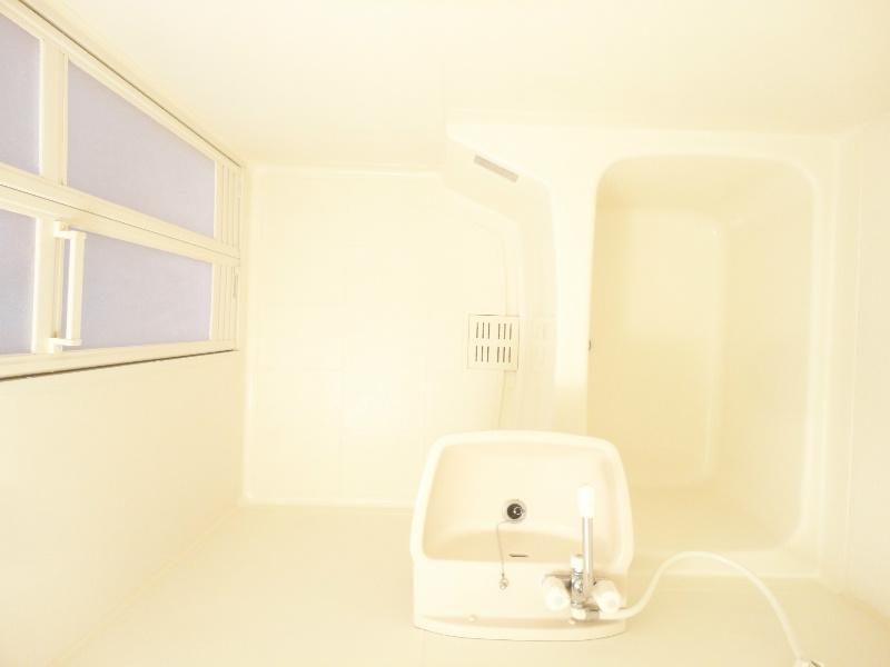 洗い場ゆったりのお風呂です