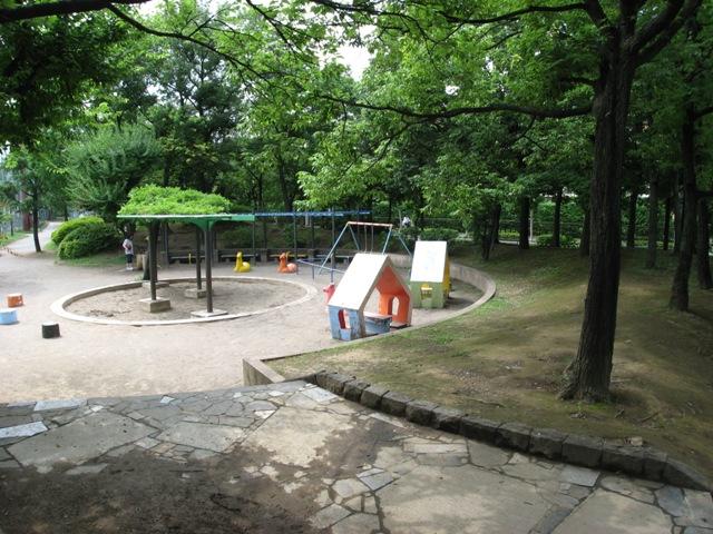 公園:上沼田東公園 707m