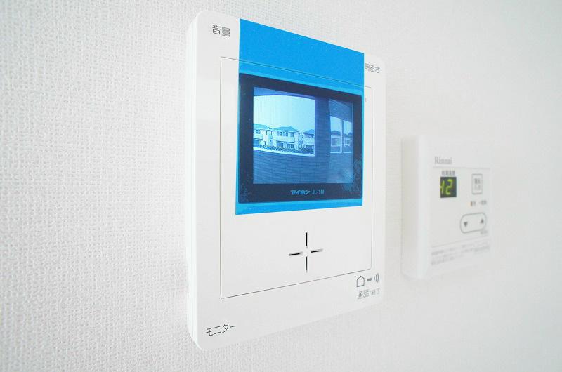 室内モニターで来訪者を確認できるTVモニターホン付