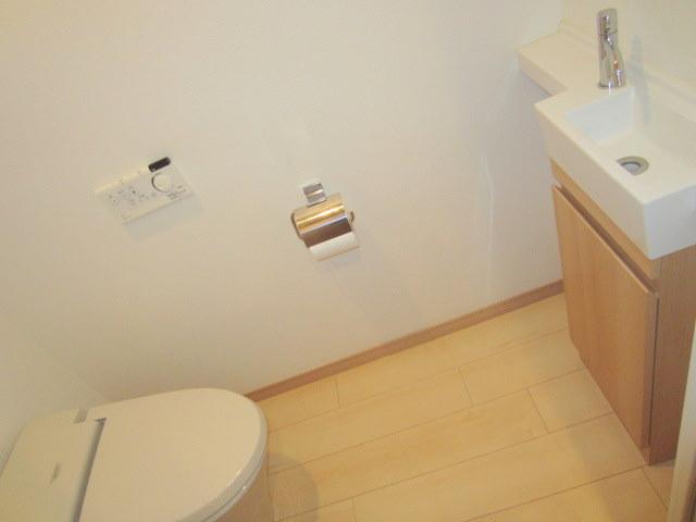 手洗い場完備のシャワートイレ♪ 【他号室写真】