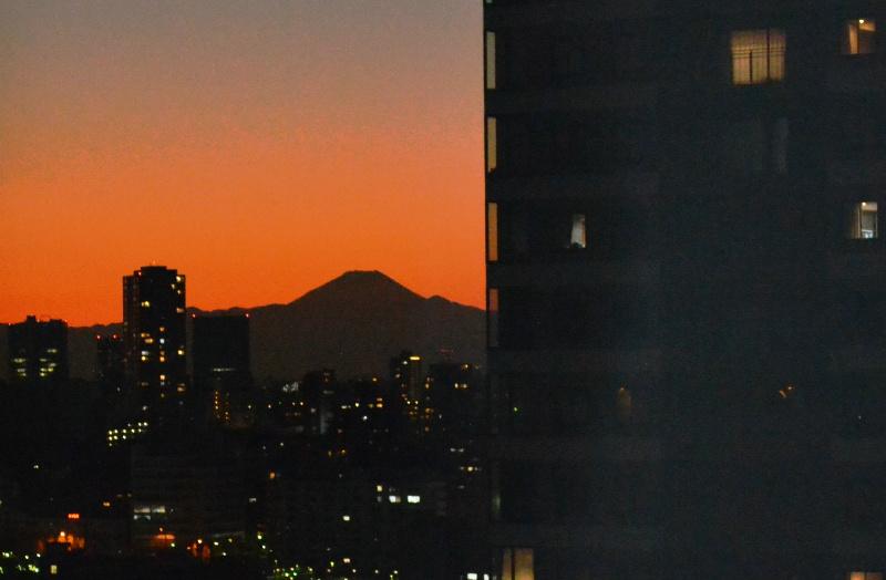 時間によってこんな富士山も♪