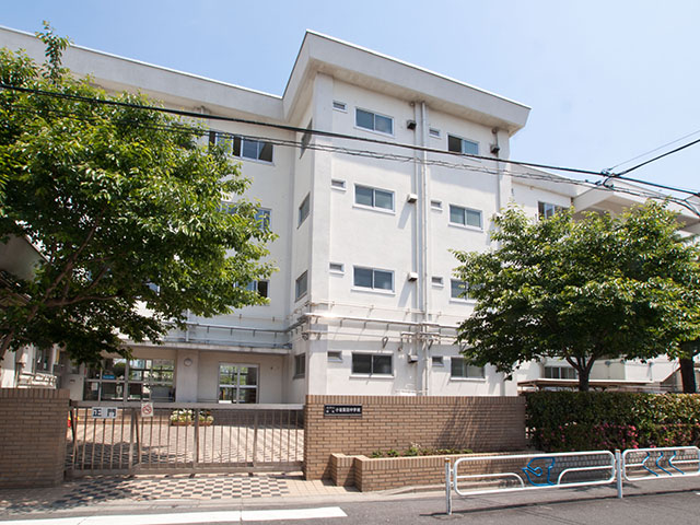 中学校:江戸川区立小岩第四中学校 622m