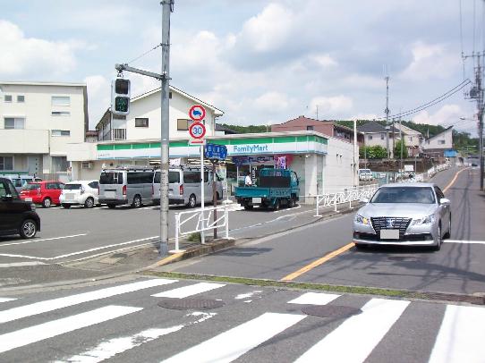コンビ二:ファミリーマート 日本文化大入口店 587m