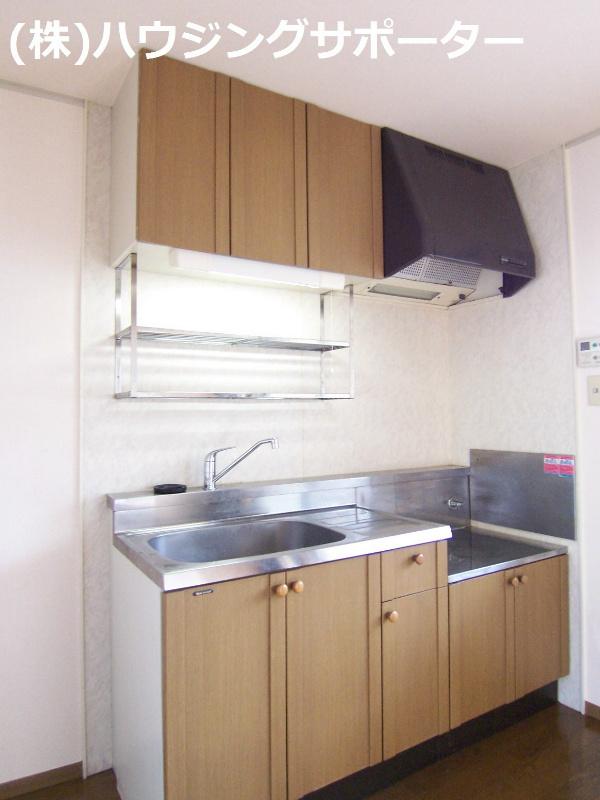 キッチン横には大きな窓があり明るいです!