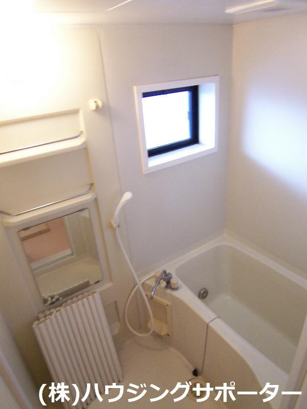 追い焚き給湯に浴室にも窓ありいいですね!