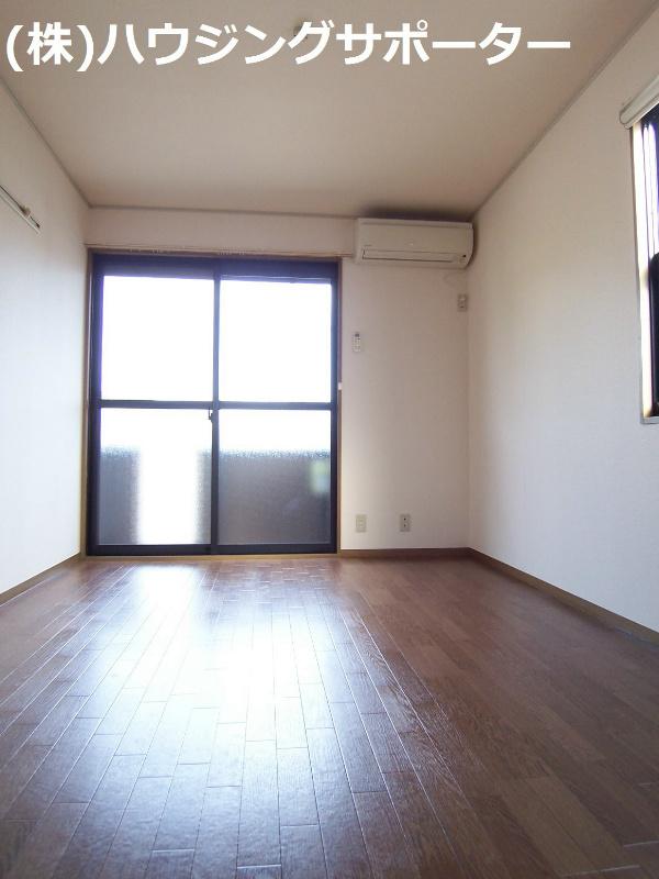 南東側の洋室は2面採光です