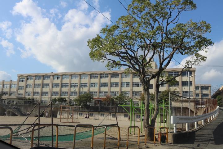 中学校:香椎第3中学校 550m