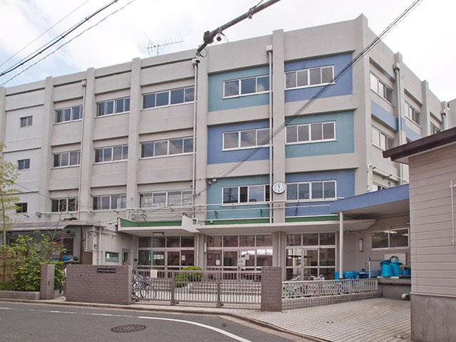 中学校:江戸川区立小岩第二中学校 667m