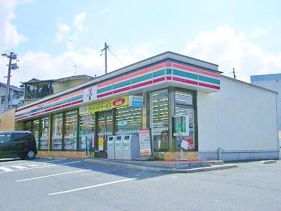 コンビ二:セブンイレブン八幡小鷺田店・ 686m 近隣