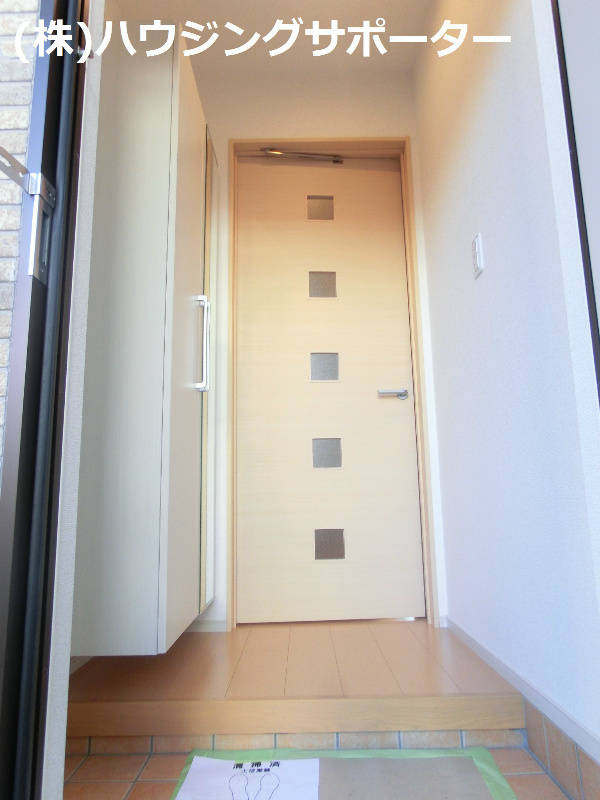 玄関ホールには扉がついてます!
