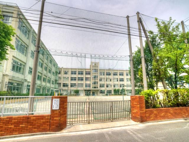 中学校:江戸川区立小岩第一中学校 1061m