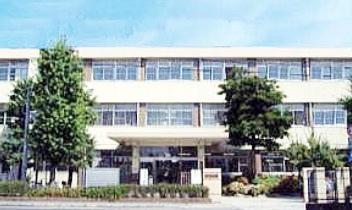 中学校:春吉中学校 700m