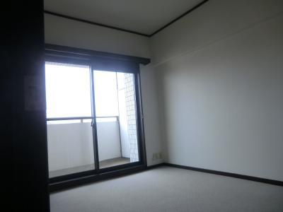 洋室 同物件別部屋写真。