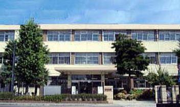 中学校:春吉中学校 240m