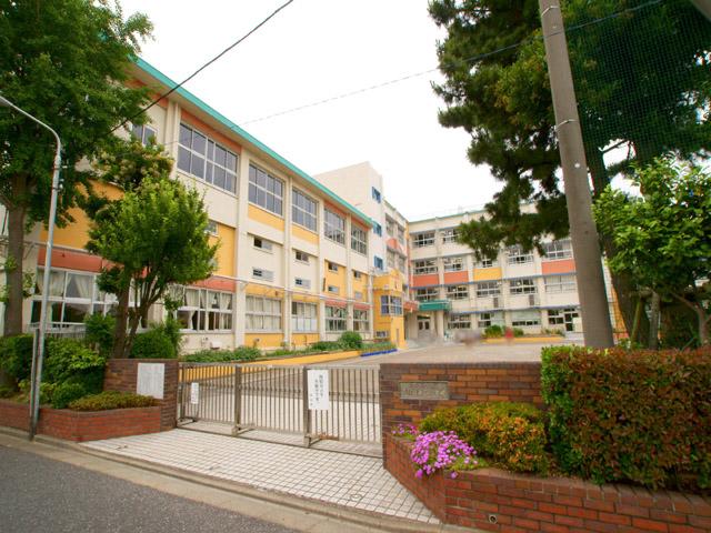 小学校:江戸川区立下小岩第二小学校 438m