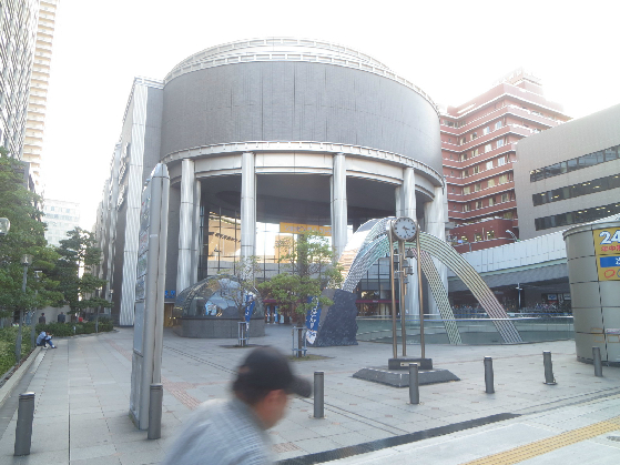 ホームセンター:ホームセンターダイキ なんば店 822m