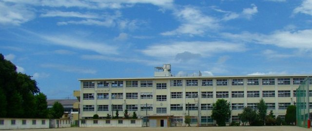 中学校:長尾中学校 1000m