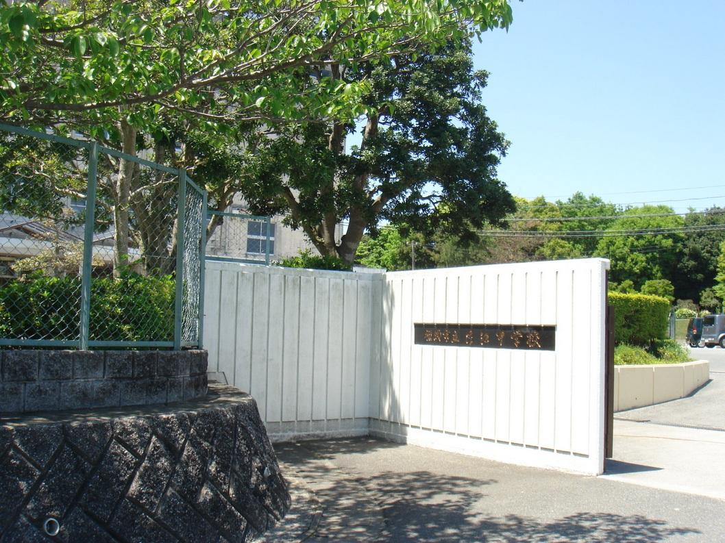 中学校:片江中学校 950m