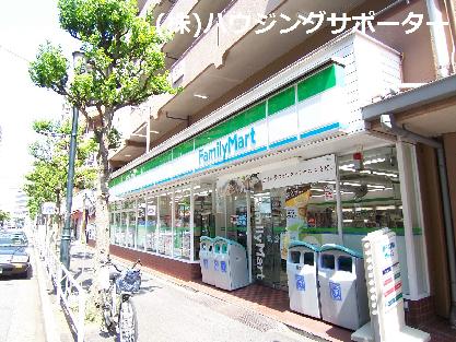 コンビ二:ファミリーマート 京王八王子店 481m