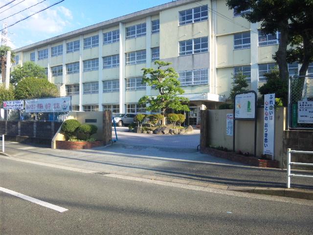 中学校:長尾中学校 1300m