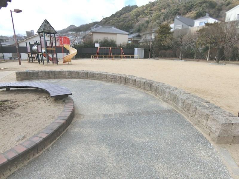高尾公園(約90m)