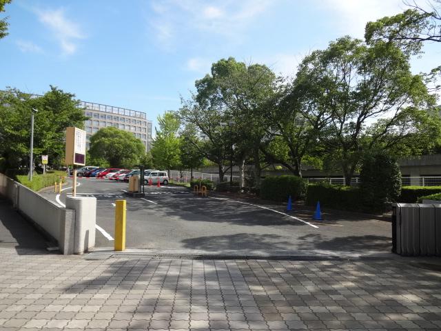 大学・短大:福岡工業大学 駐車場入口 262m