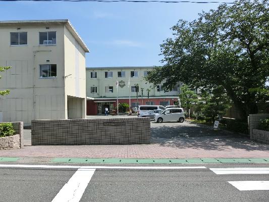 中学校:浜松市立西部中学校 302m