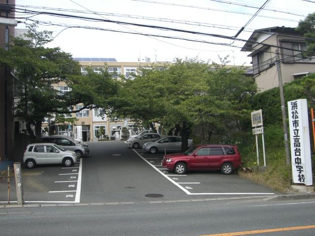 中学校:浜松市立高台中学校 372m