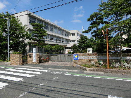 中学校:浜松市立蜆塚中学校 404m