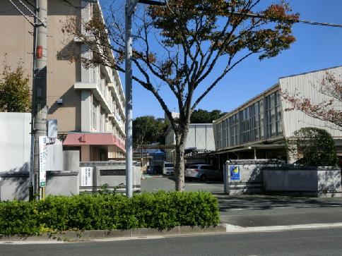 中学校:浜松市立中部中学校 1102m