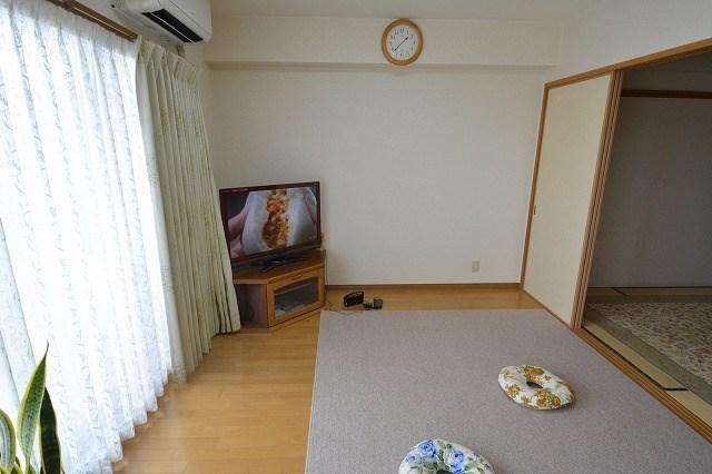 和室とリビングはつながっていますので、リビングを広く使えます。