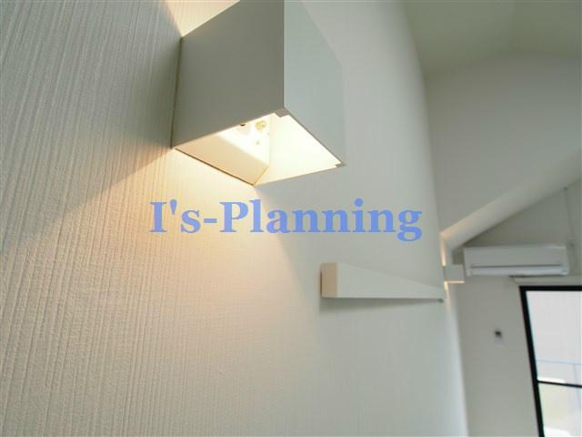 壁面の関節照明