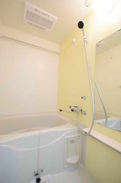 浴室乾燥付きなので、いつでも洗濯物が乾かせます