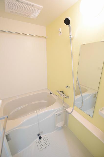 浴室乾燥機つきなので、雨でも洗濯物が乾かせます!