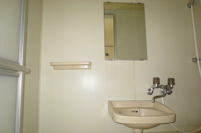 洗面台は浴室に有ります