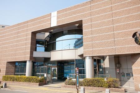 図書館:世田谷区立砧図書館 827m