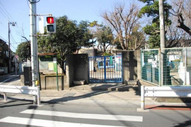 小学校:世田谷区立山野小学校 722m